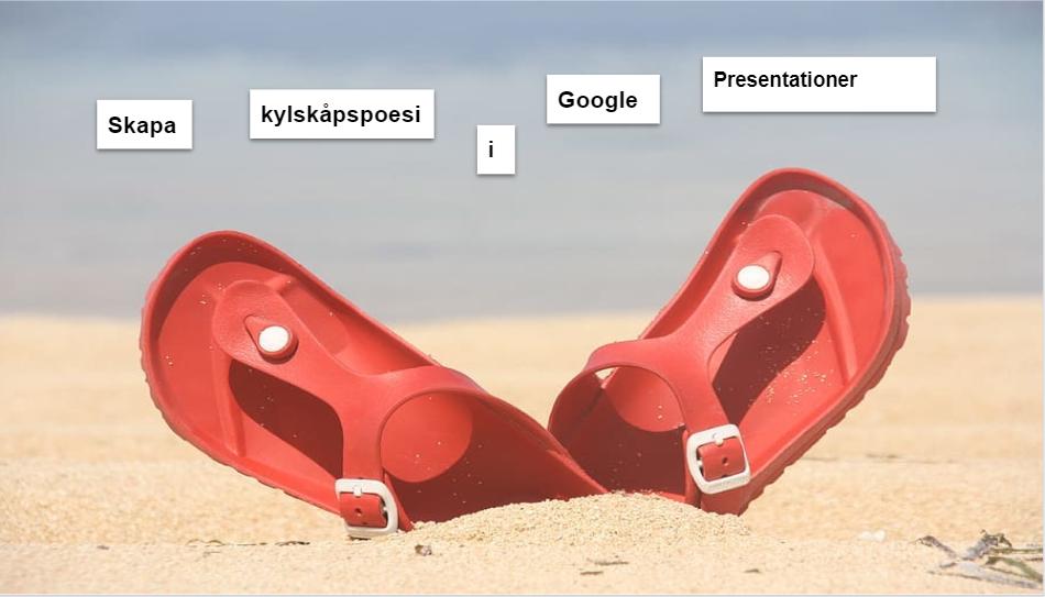 Skärmbild av foto med badtofflor på en strand och ordlappar att skapa poesi av.